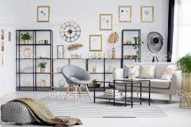 grau und goldwohnzimmer stockfoto und mehr bilder behaglich
