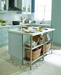 ilot cuisine un îlot central bien intégré dans cette cuisine de style cagne