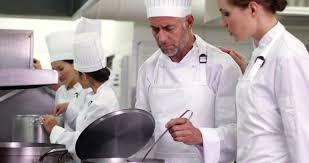 equipe de cuisine etre humain prestation de services cuisinier 4k stock