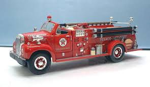 100 First Fire Truck Gear 1960 Mack B61 Pumper Texaco Chief 134th Scale 192249
