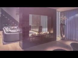 kamin in der mitte wohnzimmer mit zentral positionierter feuerstelle gestalten