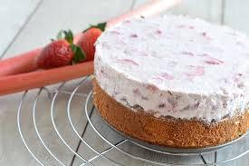 gesunder erdbeer rhabarber kuchen