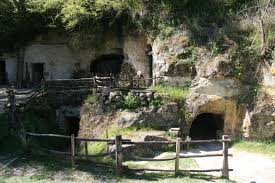 troglodyte grottes vallée troglodytique des