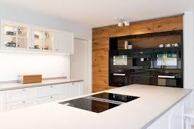 offene landhaus küche modern und zeitlos tischlerei schöpker