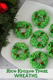 Make These Cute Rice Krispie Treat Wreaths This Holiday Season For A Simple Christmas Treats