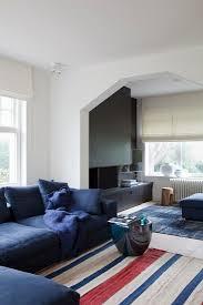 sitzbereich mit blauem sofa und bild kaufen 11314825