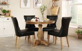 Cavendish Round Oak Dining Table - With 4 Bewley Black Chairs