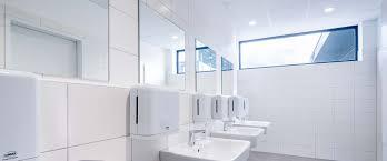 badleuchten für sanitärbereiche trilux simplify your light
