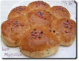 une marguerite en cuisine brioche marguerite aux fleurs les myrtilles bio recettes de