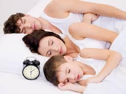 a quel age bébé dort dans sa chambre mon fils ne veut plus dormir dans sa chambre nanny secours