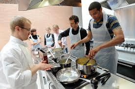 les cours de cuisine c est la grande tendance cette photo