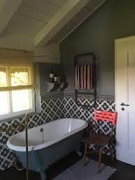 wunderschönes badezimmer im landhausstil landhausstil