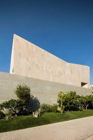 100 Wallhouse AGi Architects Hides Wall House In Kuwait Behind Stone Faade
