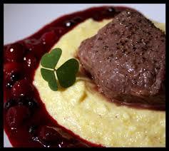 cuisiner la biche recette pavé de biche sauce aux cranberries et aux myrtilles