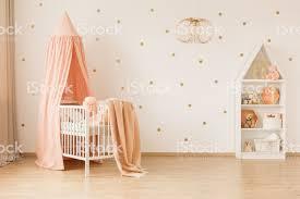 geräumige baby schlafzimmer innenraum stockfoto und mehr bilder babybett