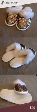 25+ Beste Ideeën Over Gold Slippers Op Pinterest - Rood Gouden ... 593 Best Created By Ads Bulk Editor 07082016 2139 Images On Womens Slippers From 594 Utah Sweet Savings 44 Pinterest Pajamas Shoes And Shoe Hello Baby Brown Easter Basket Stuffins Bee2 White By Soda Children Girls Bee Embroidered Patch Faux Fur Pottery Barn Kids Holiday Sneak Peek Furry Knit Ca Nursery Star Wars Bedroom Star Wars Bedroom Fniture Snowflakes Faux Fur Keeping Cozy Never Looked So Cute Cuddl For The Newest Little Addition To Family Keep Feet
