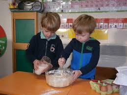 atelier cuisine maternelle atelier cuisine à la maternelle les crêpes ecole sainte