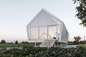 104 Eco Home Studio Compact In Tuscany Hovers Over Veggie Garden