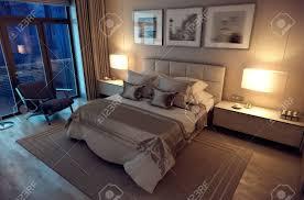 3d rendering abend gemütliches schlafzimmer im modernen haus riesiges bett mit zahlreichen kissen ist dominiert den raum die inter ist mit holz und
