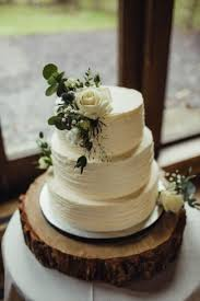 Simple Rustic Winter Wedding Cakes Ideas 19