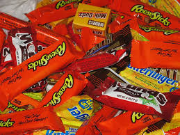 Halloween Candy Tampering 2013 by 38 Things To Know About Candy Before Getting Your Halloween Fix
