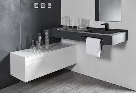 möbel und accessoires zum aufräumen des badezimmers acquabella