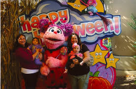 Sesame Place Halloween Parade by Celebrate Halloween At Sesame Place With The Count U0027s Halloween