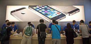 Apple iPhone 5S 5C Go on Sale in More than 25 Countries Friday