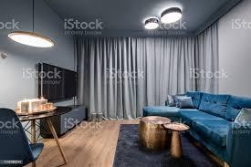 elegantes wohnzimmer in blau stockfoto und mehr bilder anrichte