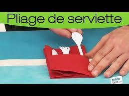 plier des serviettes en pochette à couvert