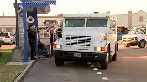 100 Bank Truck Thieves With Rifle Steal Cash From Houston Armored Truck Courier