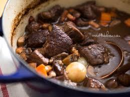 cuisiner du jarret de boeuf boeuf bourguignon traditionnel ou à la mijoteuse recette de base