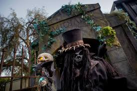 Disney Store Scares Up An by We Rank 8 Knott U0027s Scary Farm Mazes For Scares Surprises And Yes