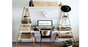 fabriquer un bureau avec des palettes construire un bureau en bois recycler du bois de palette pour en