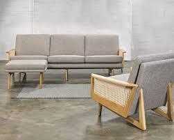 kragelund egsmark sofa mit holz armlehnen
