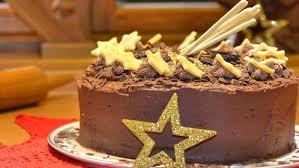schokoladen torte mit goldstaub