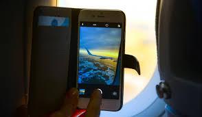 handy im flugzeug flugmodus schützt vor kostenfalle an bord