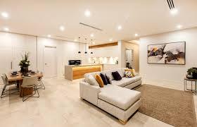 haus einrichten mit modernen möbeln und in hellen farben