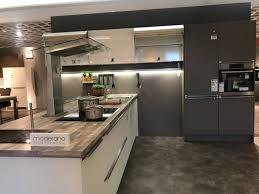 küchen insel einbauküche matt weiß und schwarz küche möbel xxxlutz
