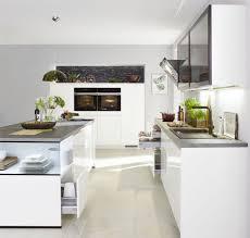 aus drei macht eins l form küche in weiß hochglanz lack mit schwarzen eyecather möbelhaus pohl wilhelmshaven friesland