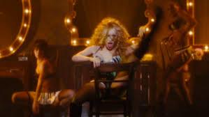 burlesque focus sur les costumes des scènes de cabaret