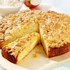 apfel birnen kuchen mit bienenstich haube