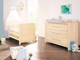 chambre bebe lit et commode commode chambre en bois massif idées de décoration capreol us