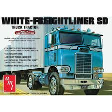 100 Truck Tractor AMT 125 White Freightliner SD Cabover PLASTIC MODEL