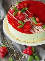 der erste streich oder erdbeer basilikum torte zum kaffee dazu