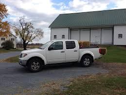 Nissan Frontier Bed Cover by White Nissan Frontier With Black Bed Cover Hauling Hay On U2026 Flickr