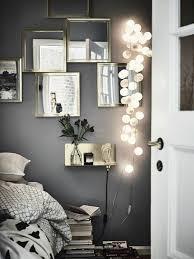 schlafzimmer deko eckige spiegel mit beleuchtung graue wand