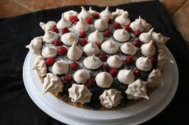 decoration patisserie en chocolat gateau chocolat decor meringues sylgote aux fraises