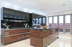 cuisine bois laqué cuisines cuisine et blanc laquee decoration metal macassar