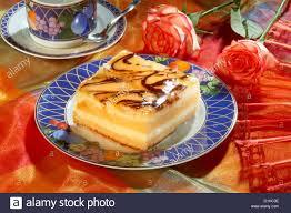 orange kuchen mit marmelade und schokolade stockfotografie